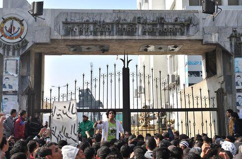 Egypt's Port Said Canal Headquarters Evacuated Amid Fan Protest