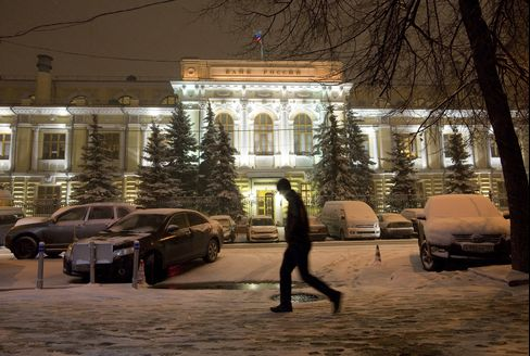 Russia Unexpectedly Raises Deposit Rate, Cuts Ruble Swap Costs