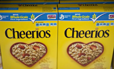 General Mills Inc. Cheerios brand cereal sits on display at a supermarket in Princeton, Illinois, U.S. Photographer: Daniel Acker/Bloomberg