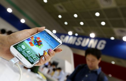 Samsung Slides Equivalent of Sony as Galaxy S4 Sales Disappoint