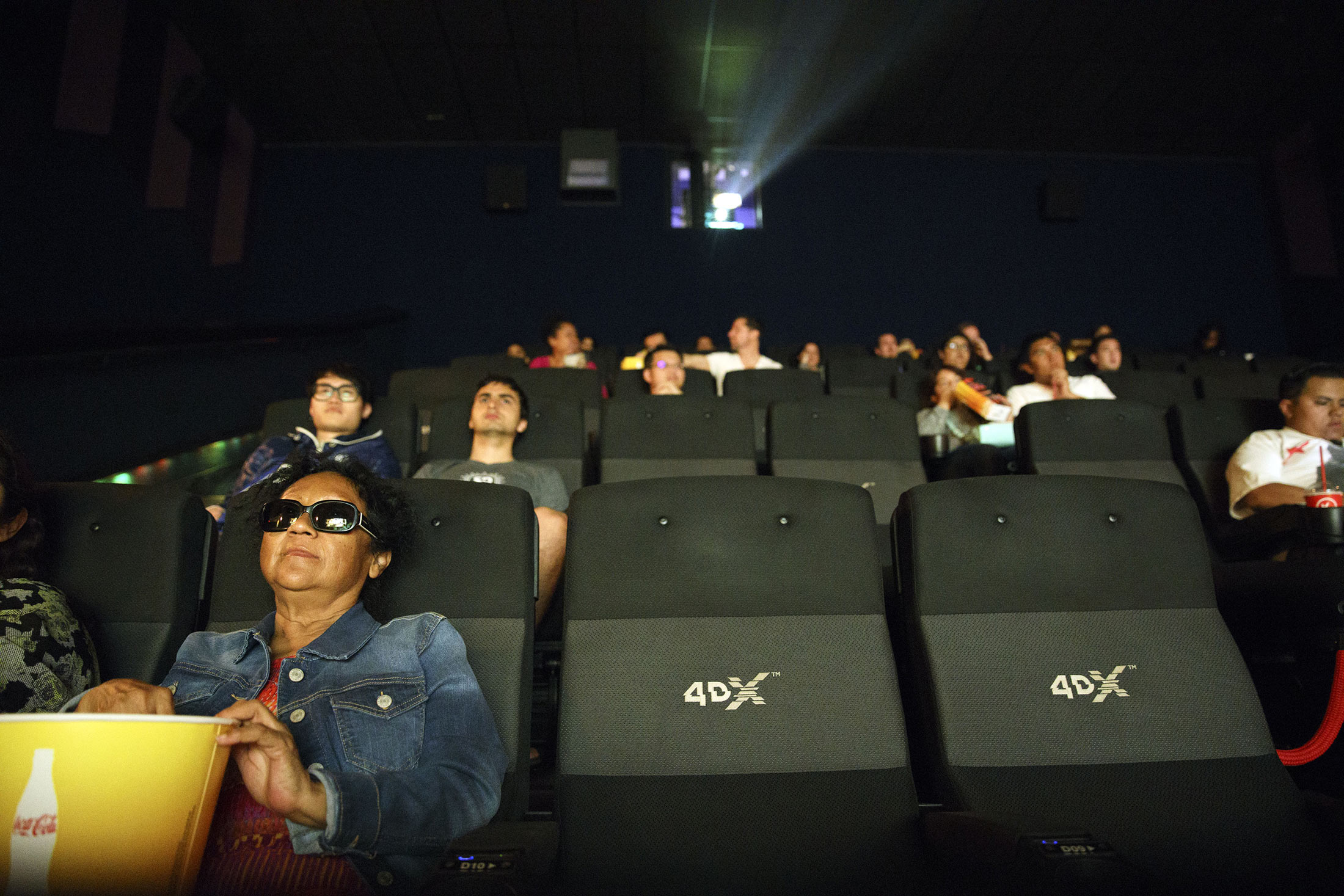 Regal Cinemas Plan May Let You Pay Less for Flops, More for Hits | Bloomberg