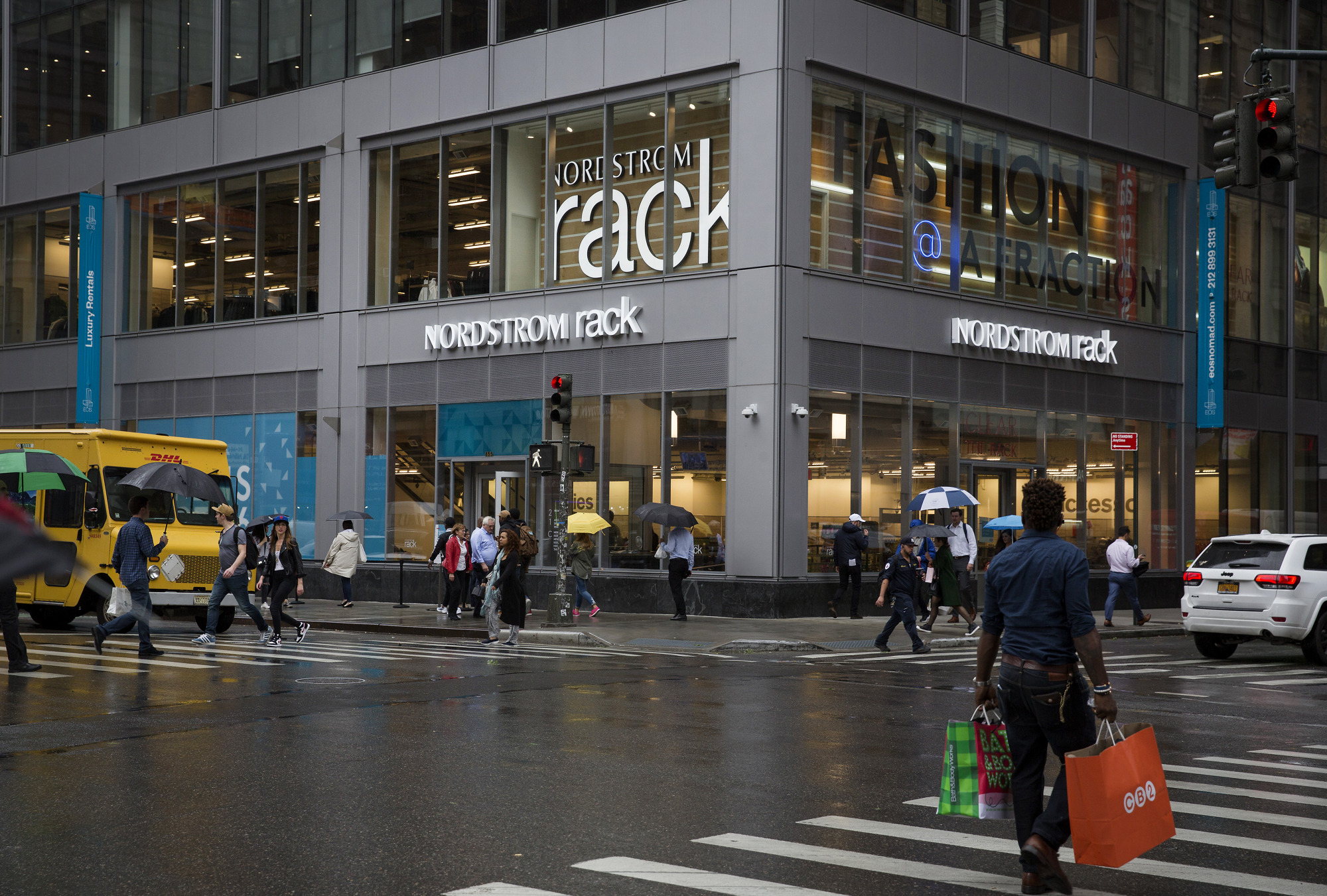 Nordstrom Doubles Down on Discount Format as Retail Woes Deepen | Bloomberg