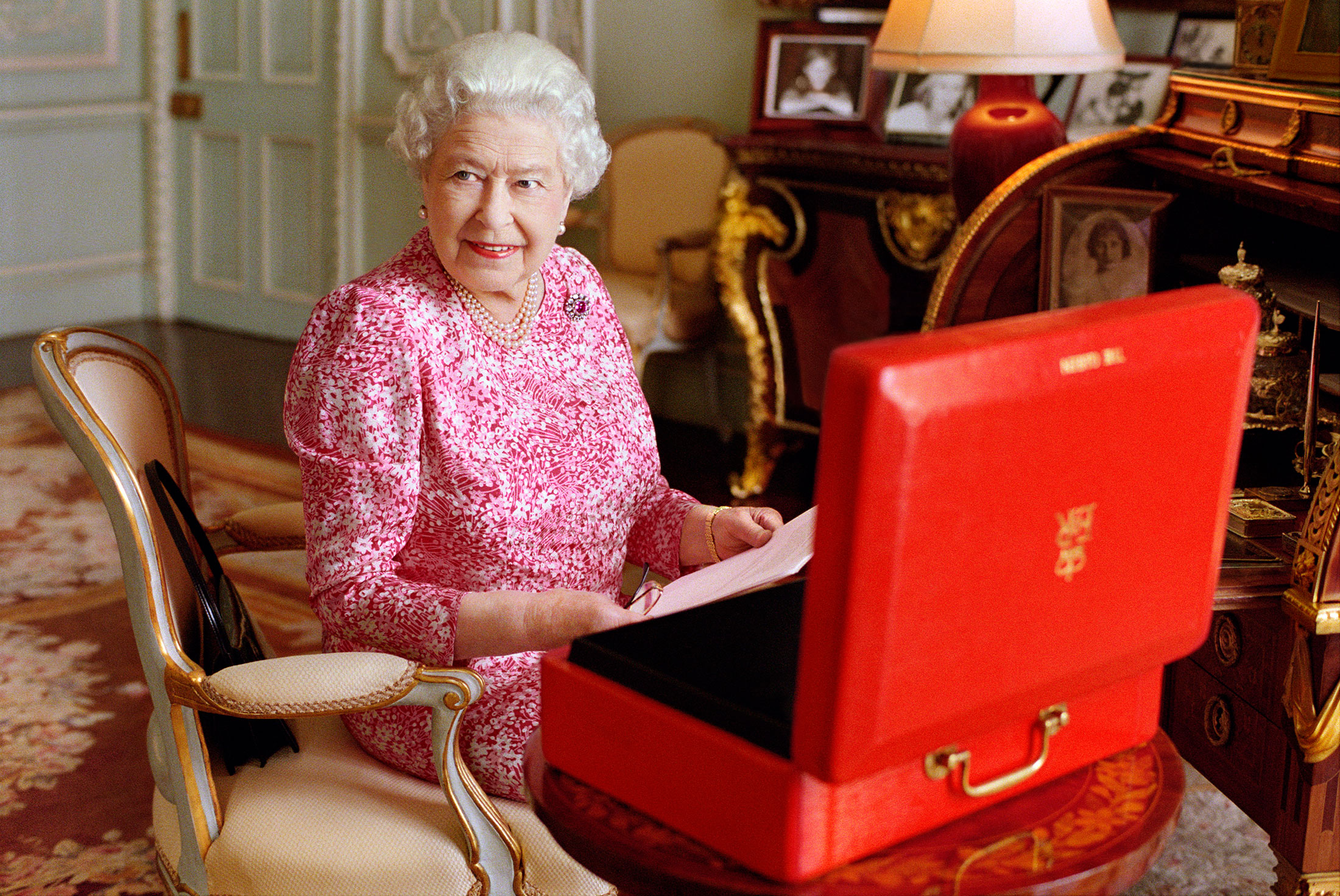 Research paper ideas..queen elizabeth?
