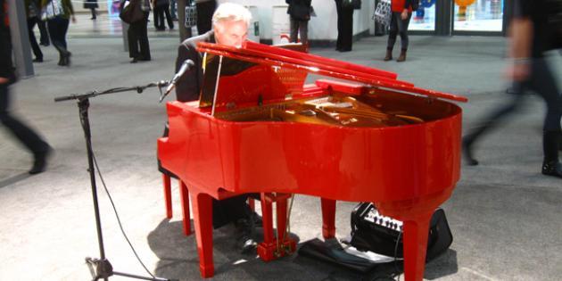 Schoenhut baby grand piano