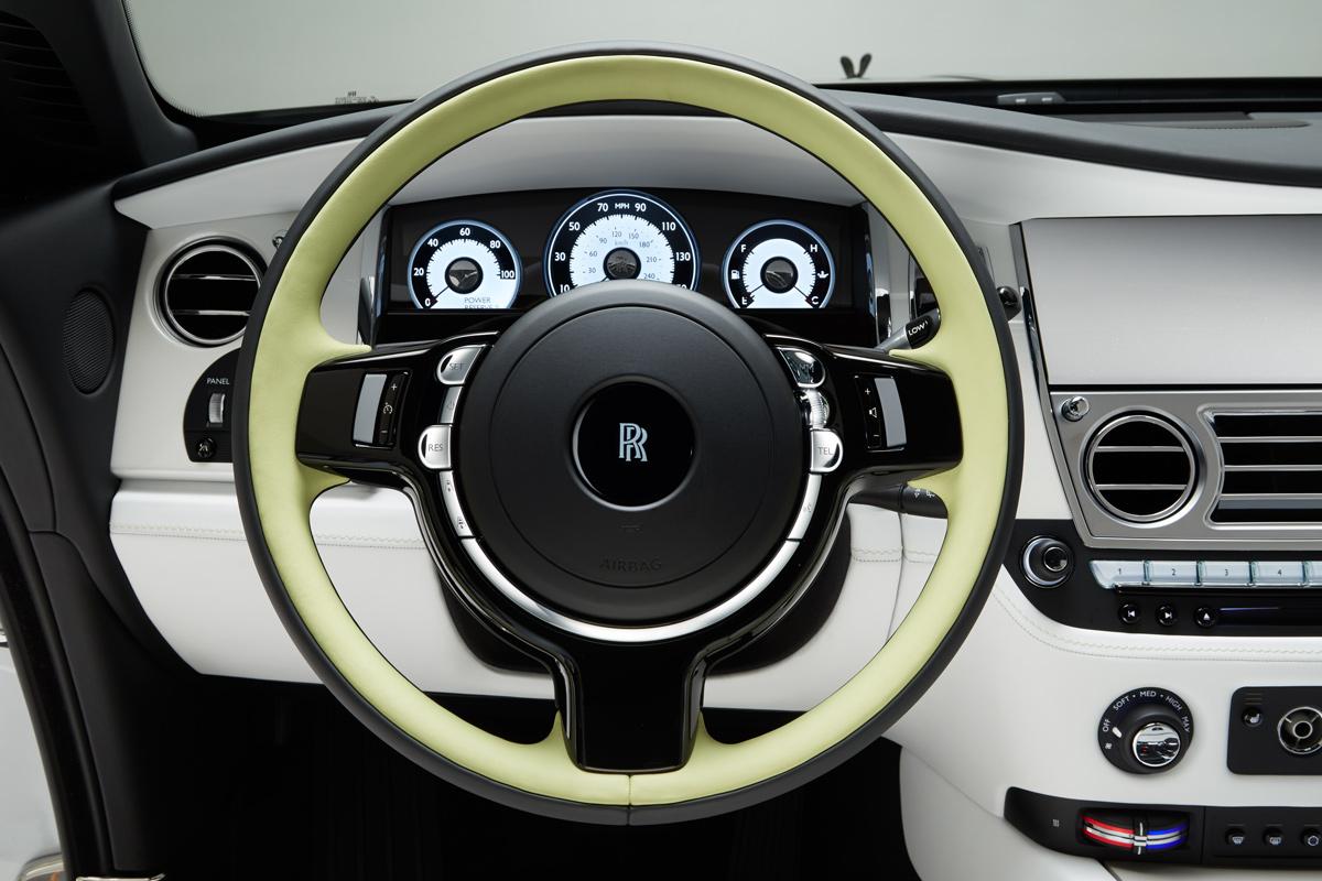 Hasil gambar untuk Rolls-Royce Wraith 2017 dashboard
