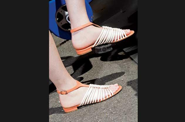 Flat two-tone sandals