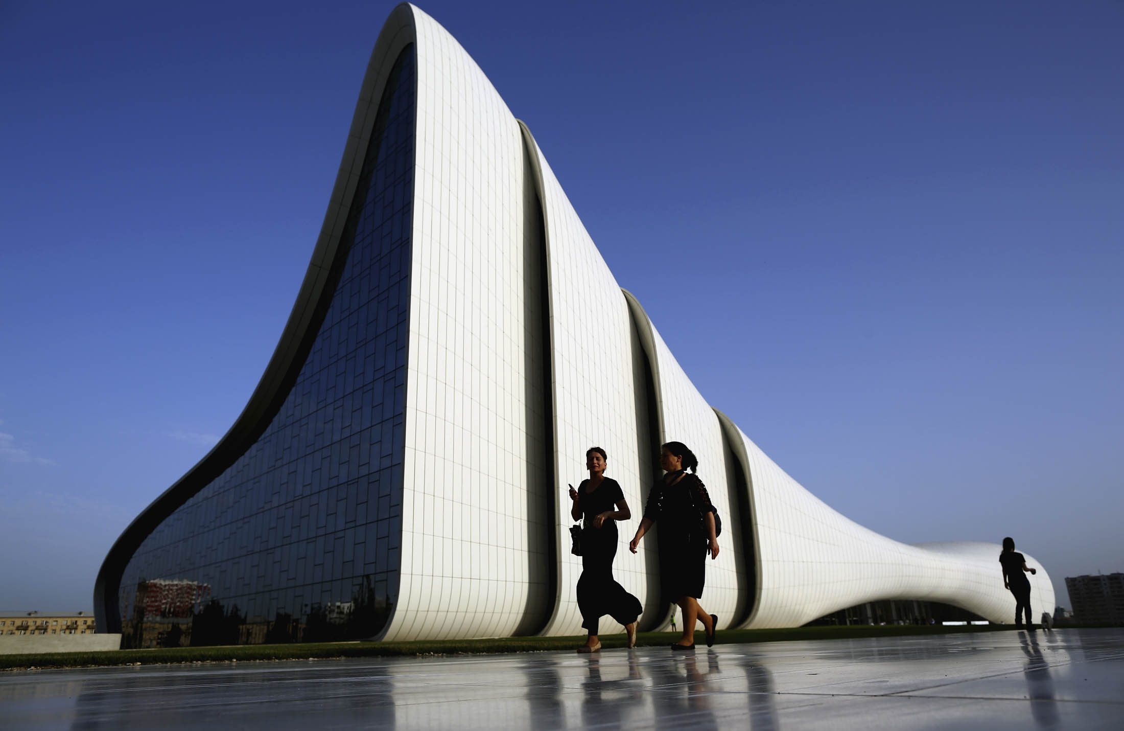 Zaha Hadid S Best Buildings Architect Dead At 65 Bloomberg