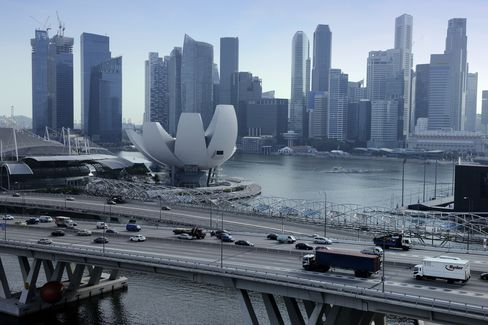 Singapore Economy Shrank Last Quarter as Manufacturing Eased