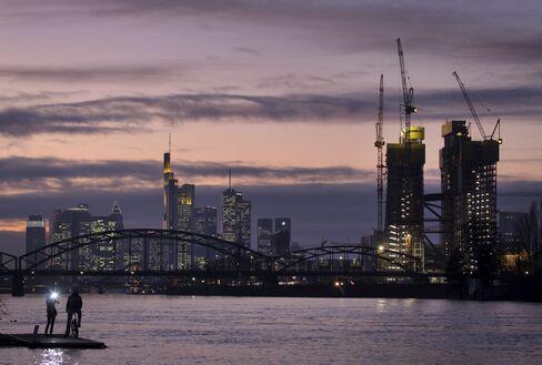 Bonds Show Return of Crisis Once ECB Loans Expire