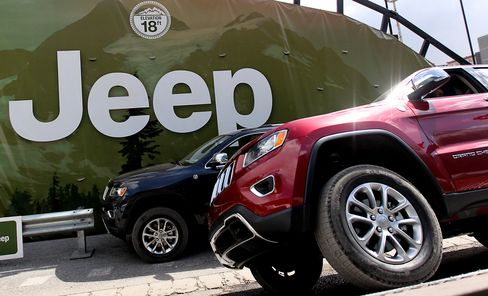 Chrysler Agrees to Repair SUVs on Fire Risk After U.S. Probe