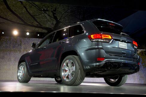 Chrysler Sales Rise 16% as Dodge Helps Lengthen Streak of Gains