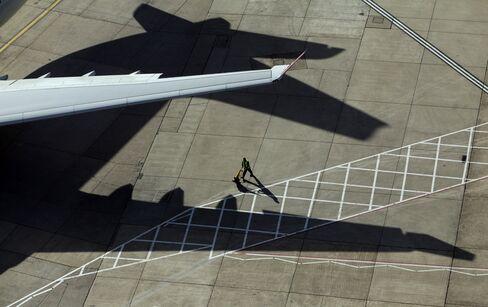 London Heathrow Suspends Flights After Fire Involving Boeing 787