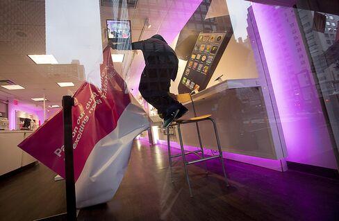 T-Mobile Debuts $99 IPhone Today in Bid to Stem Customer Exodus