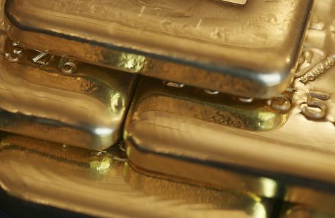Gold Set for Worst Run Since '04 as Fed Signals End of Purchases