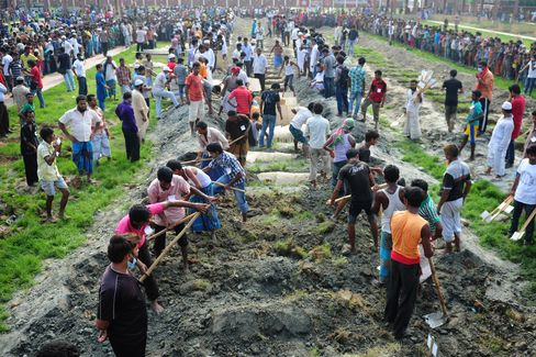 Bangladesh Says Death Toll From Factory Collapse Exceeds 400