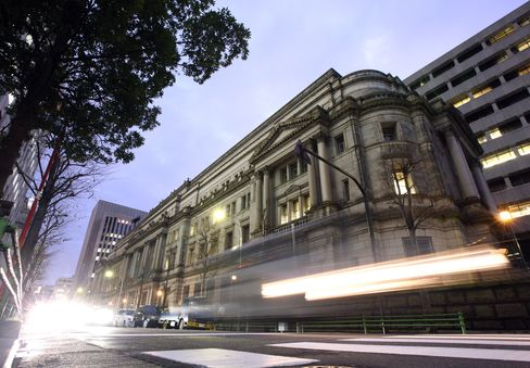 Japan Cash at Central Bank to Hit Record Emergency Measure