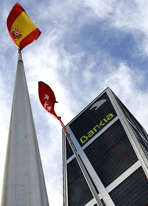 Spain Banks Face Moody's Cut as Bankia Deposit Run Denied
