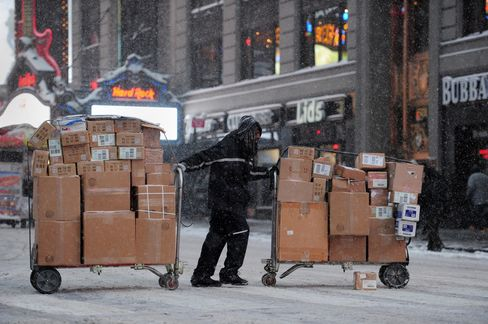 FedEx Cuts Full-Year Forecast as Winter Storms Increase Costs
