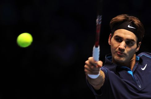 Federer Ignores Age as He Beats Tsonga for Record ATP Title
