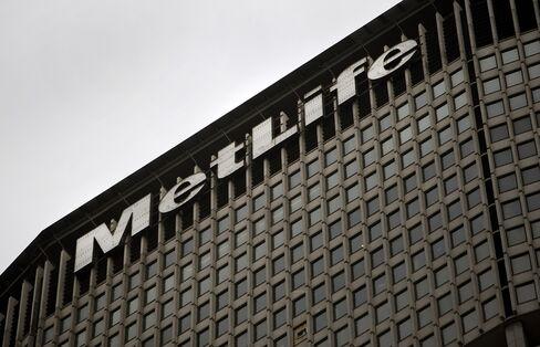 MetLife Advances as JPMorgan Wins Fed Blessing