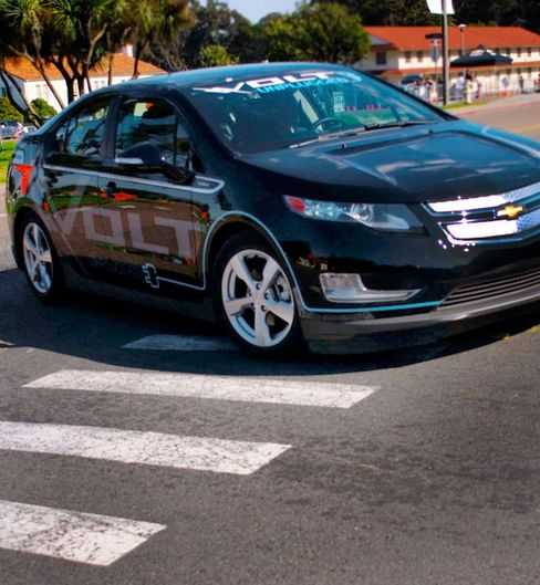 Electric, Hybrid Cars to be Required to Alert Pedestrians