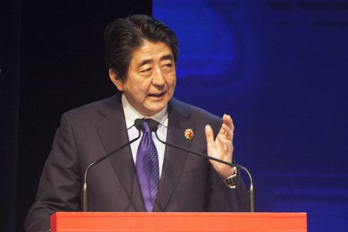 Japanese PM Abe at ASEAN Business and Investment Summit in Malaysia