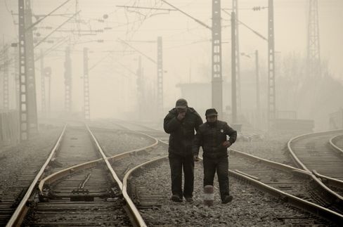 Li Keqiang Calls for Patience on China Efforts to Curb Smog
