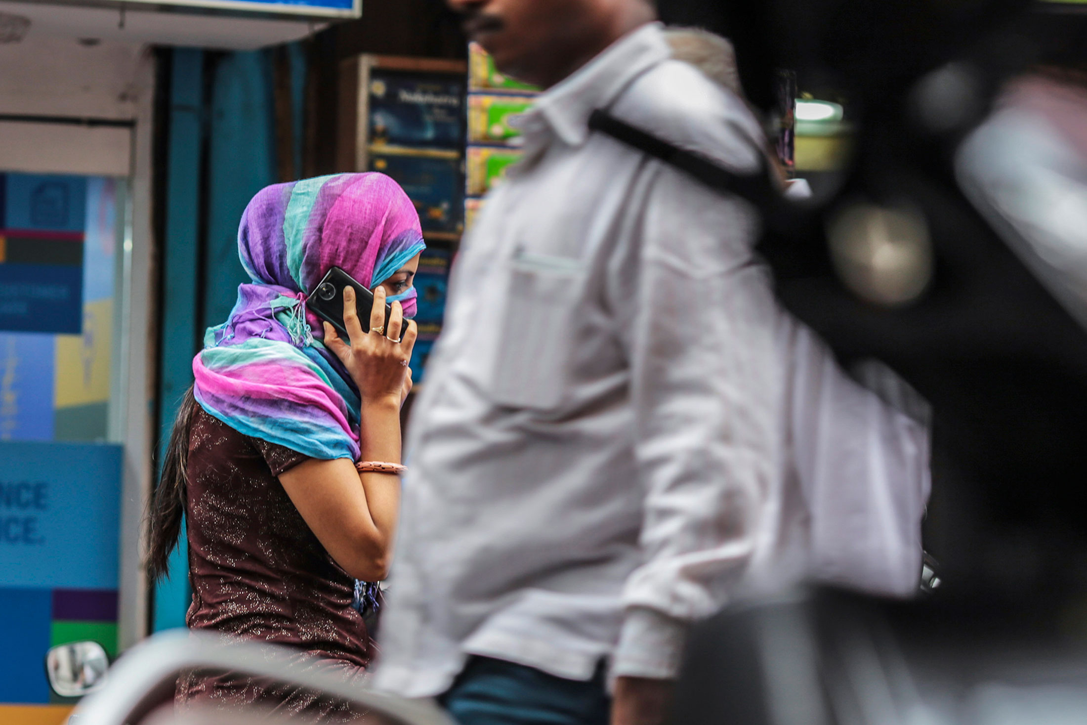 Every Phone  Sold in India Will Soon Have a Panic Button For Women's Safety - Gizmodo