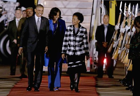 Obama in South Africa Ties Economic Message to Mandela Legacy