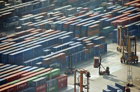 Euro-Area Economy Slumped in Fourth Quarter on Trade, Investment