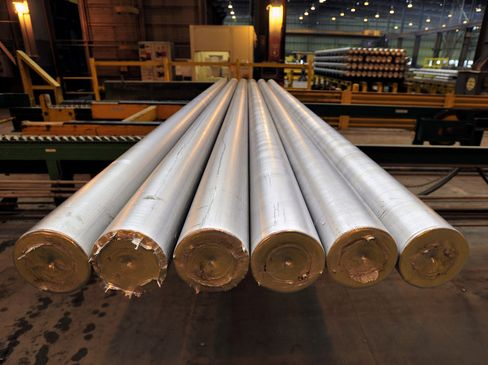 Alcoa Profit Seen Recovering After Output Cuts as Aluminum Gains