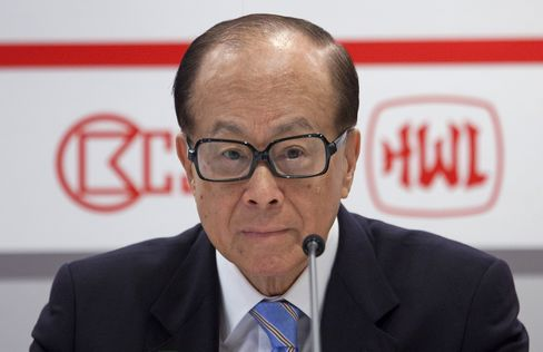 Li Ka-shing Says He'll Back His Son Richard's Acquisition Plans