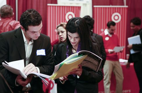 Jobless Claims in U.S. Decreased 27,000 to 451,000