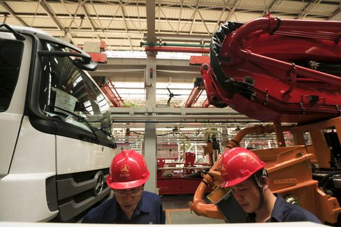 China's Manufacturing Unexpectedly Contracts as Orders Decline