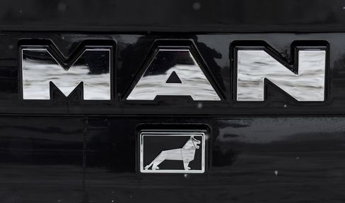 Volkswagen to Offer to Buy Out MAN SE Owners to Take Control