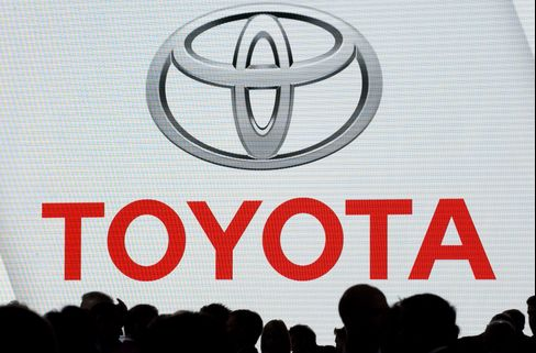 Toyota Must Face Acceleration Injury Cases