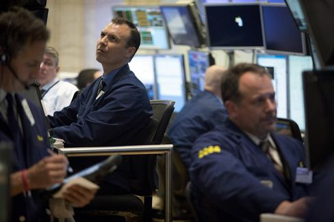 U.S. Stocks Decline as Home Sales Drop Amid Corporate Earnings