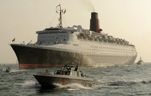 QE2 Ocean Liner to Be Turned Into 300-Room Hotel Moored in Dubai