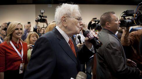 Big bargains entice Warren Buffett fans on Berkshire weekend
