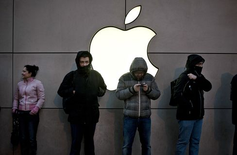 Apple With $137 Billion in Cash Considers Preferred Stock: