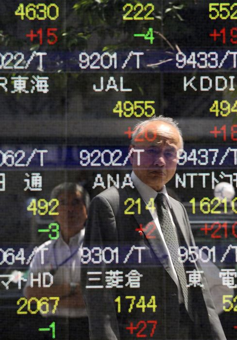 Asian Stocks Drop Second Day on Signs of U.S. Economic Slowdown