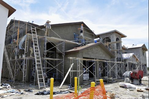 A stucco crew plasters the exterior of a new two-story home at the Lennar Corp. Madison Pointe at Central Park development in Doral, Florida, U.S., on Wednesday, Aug. 12, 2015.