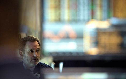 U.S. Stocks Fall as Energy, Financial Shares Tumble on Economy