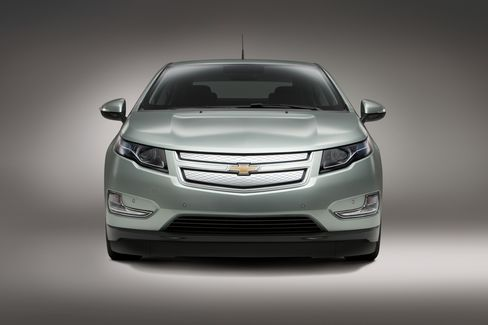 GM Is Seeking Up to $10,000 in Volt Cost Savings, Akerson Says
