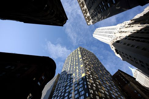 Manhattan Apartment Listings Plunge in Sign Sale Prices to Climb