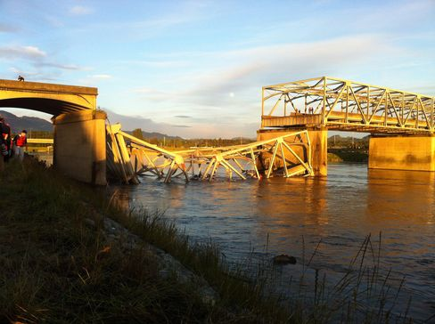 Bridge Collapse in Washington State Sends Cars Into River Below