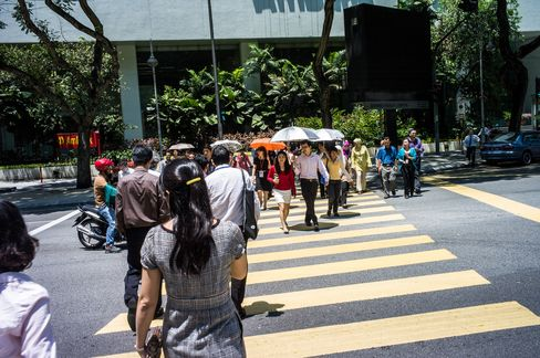 Malaysia to Tap $317 Billion Savings Pool for Mid-Cap Stocks