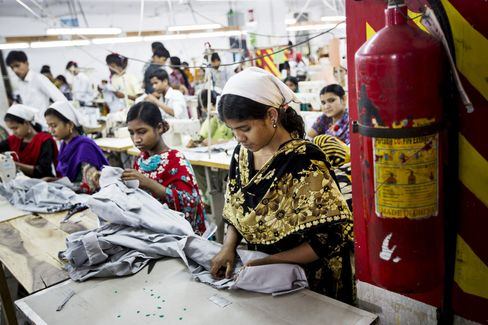Bangladesh Agrees to ILO Labor Plan as Factory Toll Exceeds 600