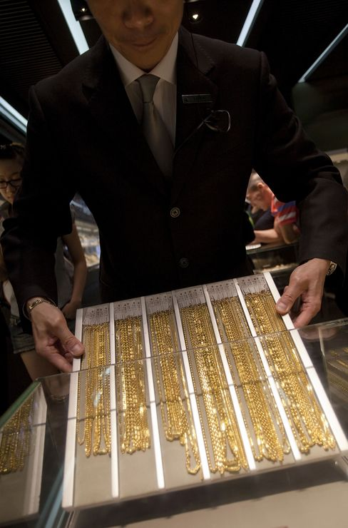 Gold Tops $1,800 on Demand for Haven as Equities Plunge