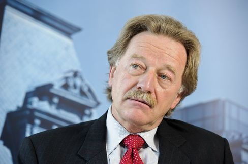 Spain Stalls Mersch's ECB Board Appointment, Prolonging Tussle